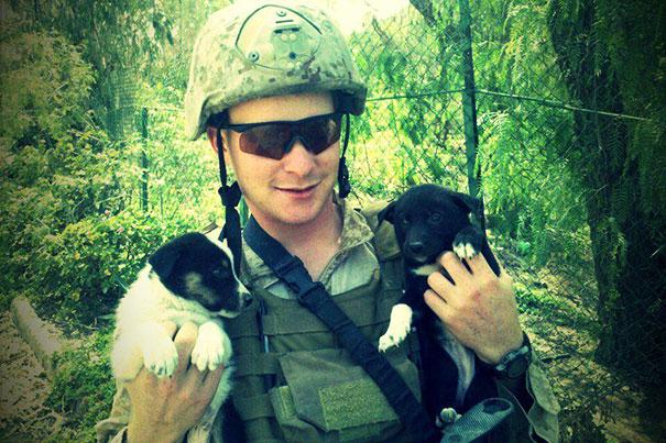 Soldados-e-animais-que-se-tornaram-melhore-amigos (25)