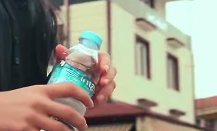 Máquina dá comida para cachorros de rua em troca de garrafas (1)