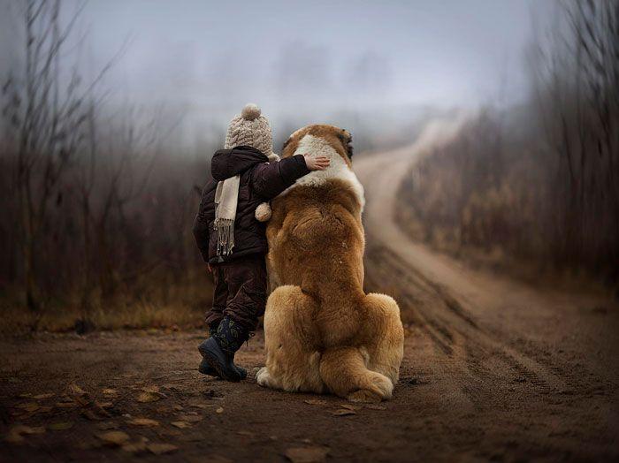Pequenas-crianças-com-seus-enormes-cães-Blog-Animal (10)