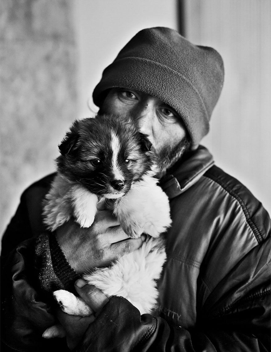 Cães amam seus donos, não importa quanto dinheiro eles tenham.. (7)