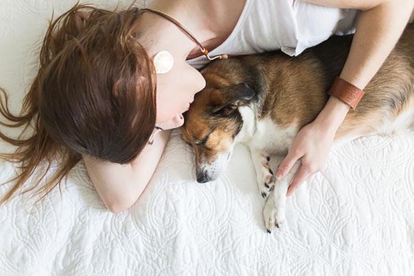 Casal faz um incrível book de recém nascido...com seu cão (9)