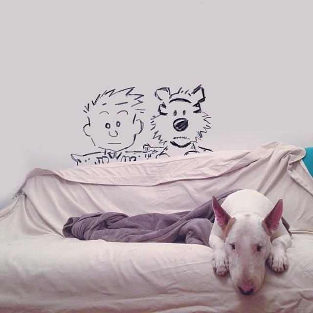 Artista-cria-divertidas-ilustrações-com-seu-cão-interagindo-nelas-Blog-Animal (5)