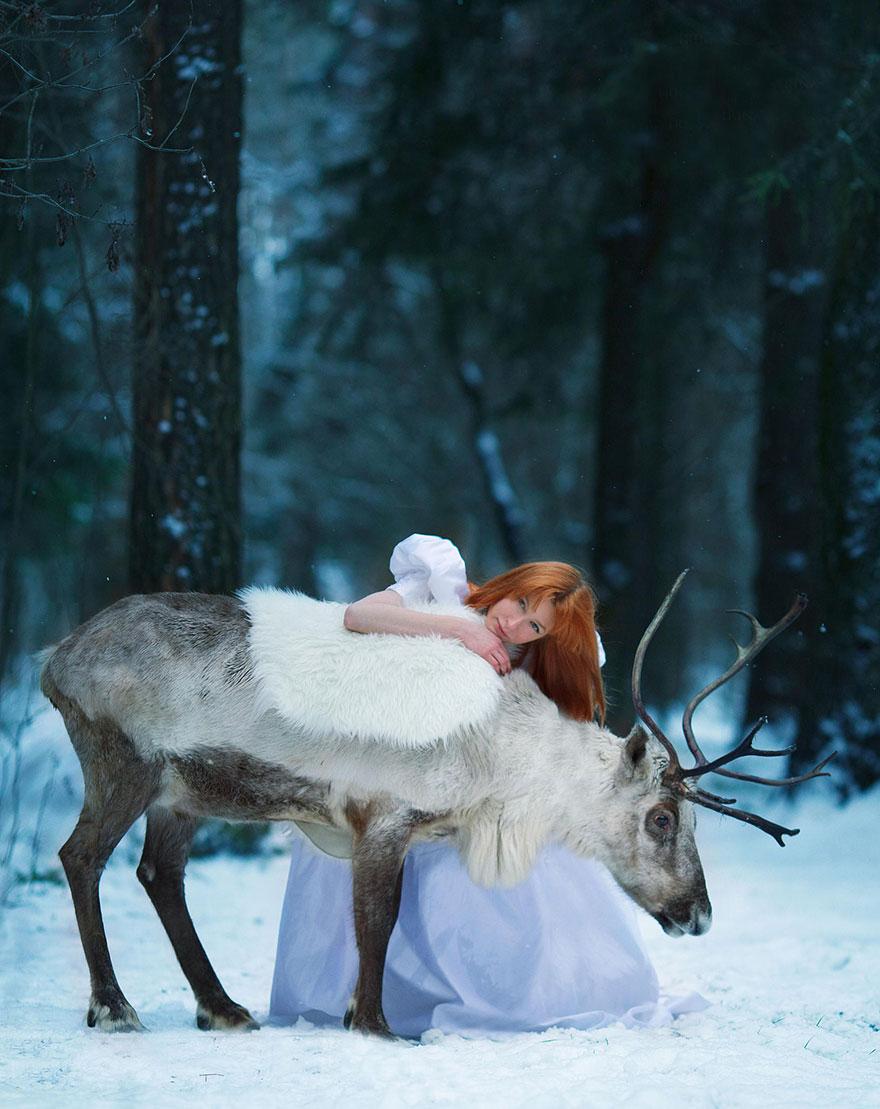 Fotógrafa Russa capta fotos de contos de fadas com animais de verdade (10)