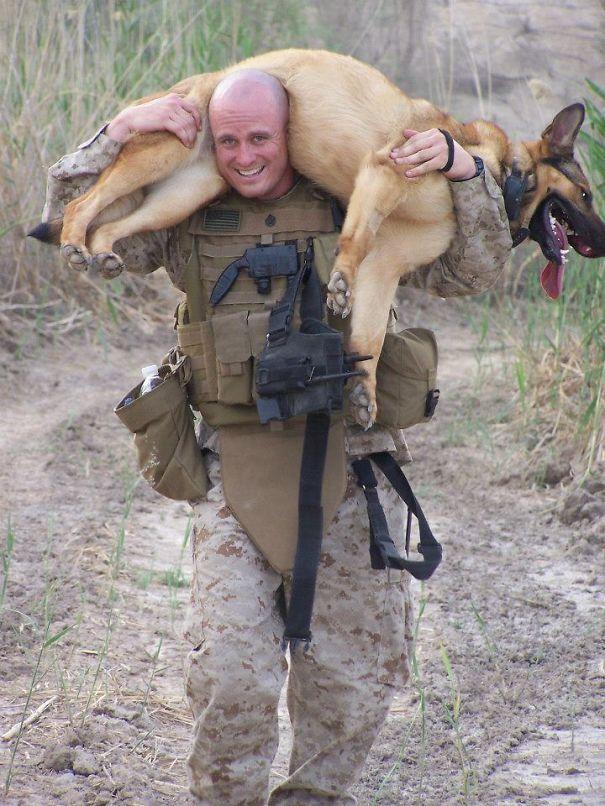Soldados-e-animais-que-se-tornaram-melhore-amigos (13)