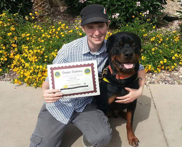 Cão-ajuda-jovem-com-Síndrome-de-Asperger (3)