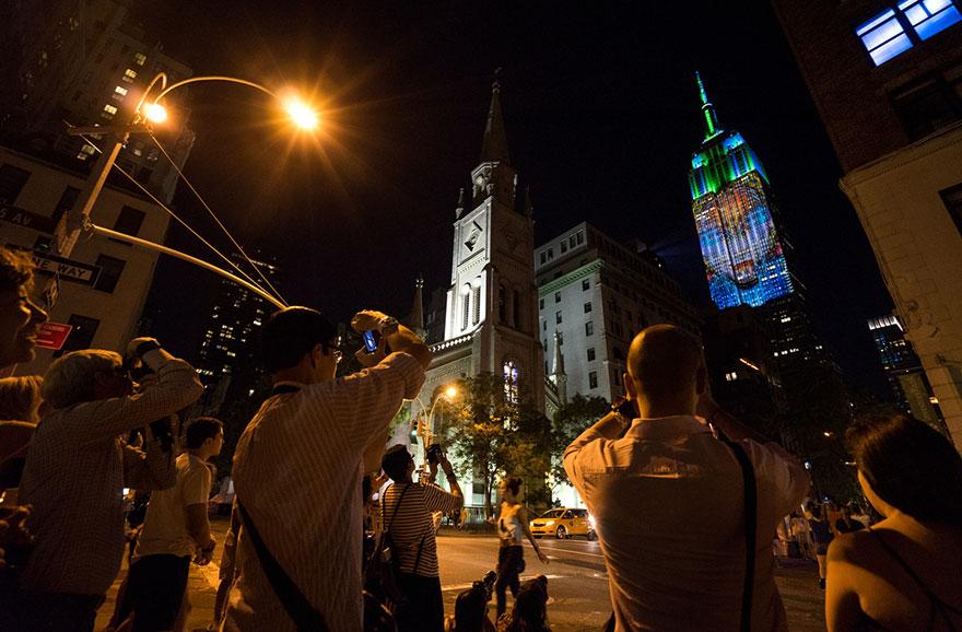 Leão Cecil é projetado no Empire State Building (4)