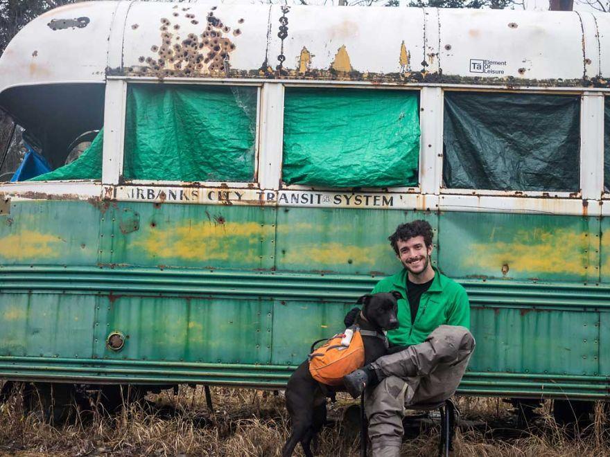Rapaz vive em um caminhão e viaja com seu cachorro pelos Estados unidos (1)