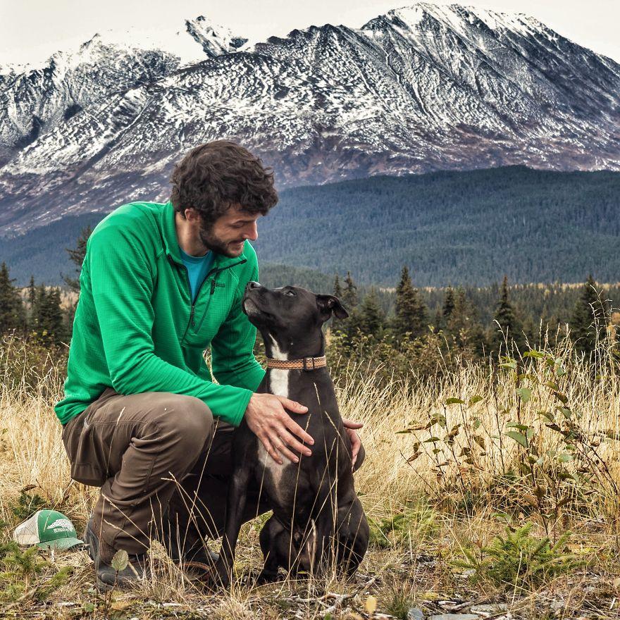 Rapaz vive em um caminhão e viaja com seu cachorro pelos Estados unidos (3)